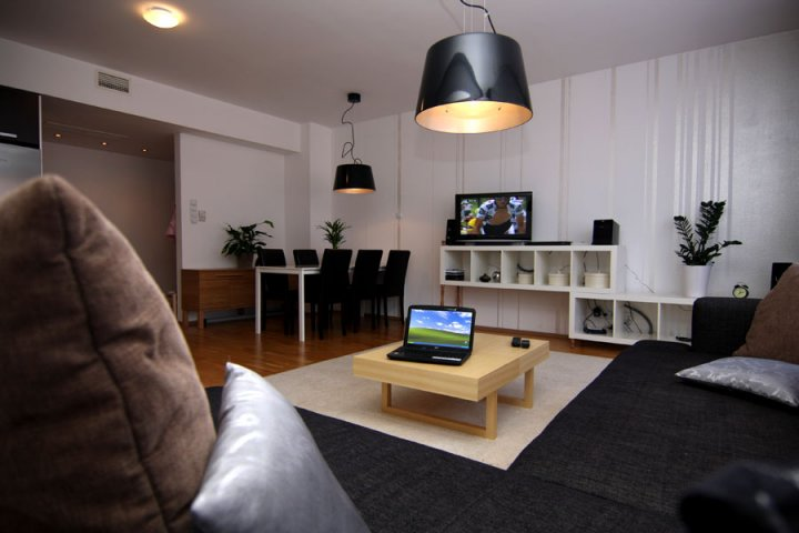 Gozsdu court appartement 1 europe dentaire for Appartement court
