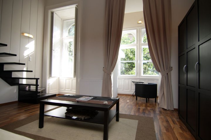 Gozsdu court appartement 6 europe dentaire for Appartement court
